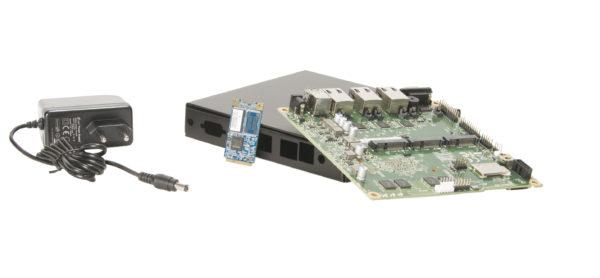 APU 2D4 KIT Quad Core 4GB med 3st Intel GB LAN 16 GB mSATA